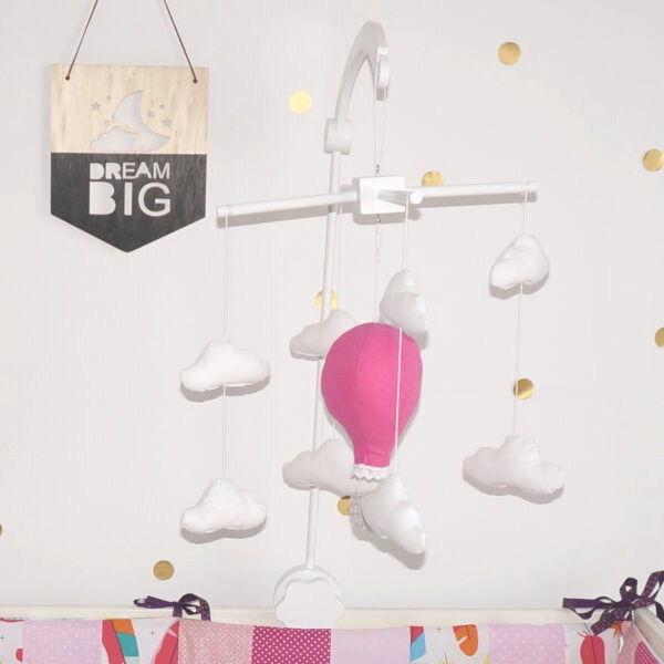 carusel cu nori si balon de aer cald