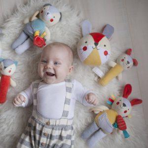 Iepuras de plus cu acticitati pentru bebelusi